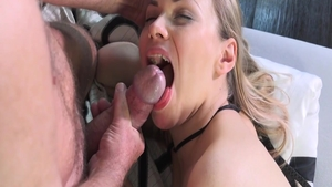 Young pawg finds pleasure in slamming hard