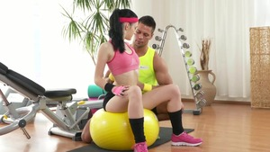 Blowjob cum in the gym between tight couple