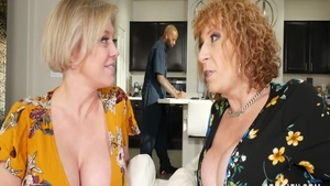 Blonde babe Dee Williams escorted by Sara Jay orgy