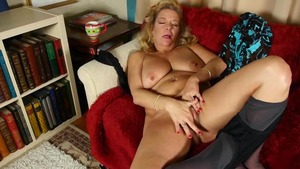 Masturbation porn between hot reality Karen Summers