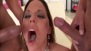 Simony Diamond craving hard fucking in HD