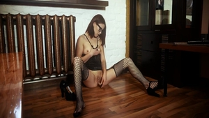 Solo super sexy babe in fishnet pussy eating