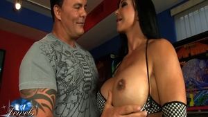 Sexy busty american babe Jewels Jade sucking dick