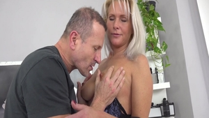 Babe Kathy Anderson rough blowjob at the casting