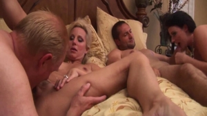Busty MILF Sophie Dee homemade foursome