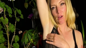 Horny babe Mona Wales goes for sex in HD