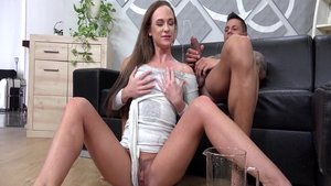 Glamour supermodel Vinna Reed romantic pissing pussy eating HD