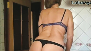 Softcore loud sex together with erotic housewife