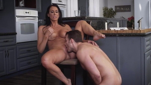 Mature Zoey Holloway fingering