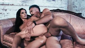 Acrobatic MILF Silvia Saige finds pleasure in rough nailing