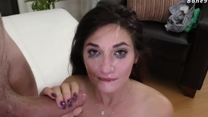 Cumshot accompanied by thick girl